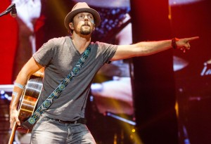 jason-mraz-performs-live-11